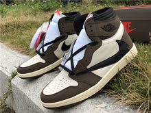 "Carica l'immagine nel visualizzatore di Gallery, Nike x Travis Scott Air Jordan 1 ""Brown"" - Luxury Aparell"