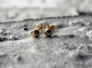 reused and remelted sustainable gold earrings handmade in copenhagen