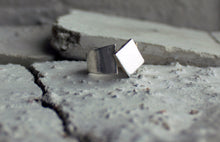 Sustainable jewellery. Cubistic inspired signetring with a square detail as the vocal point of the ring