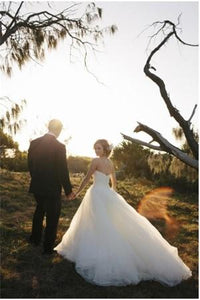 Elegant Sweetheart Wedding Dress with Romantic Tulle Skirt