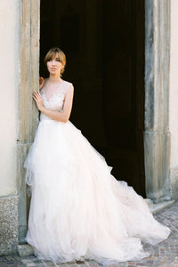 Charming V Neck Lace Ball Gown Wedding Dress Tulle Skirt