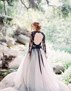 Black And White Vintage Wedding Dresses V Neck Backless Long Sleeves Bridal Gowns