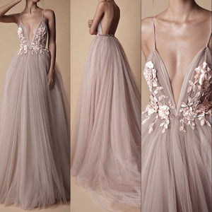Romantic Spaghetti Straps tulle wedding dresses V Neck bridal gowns