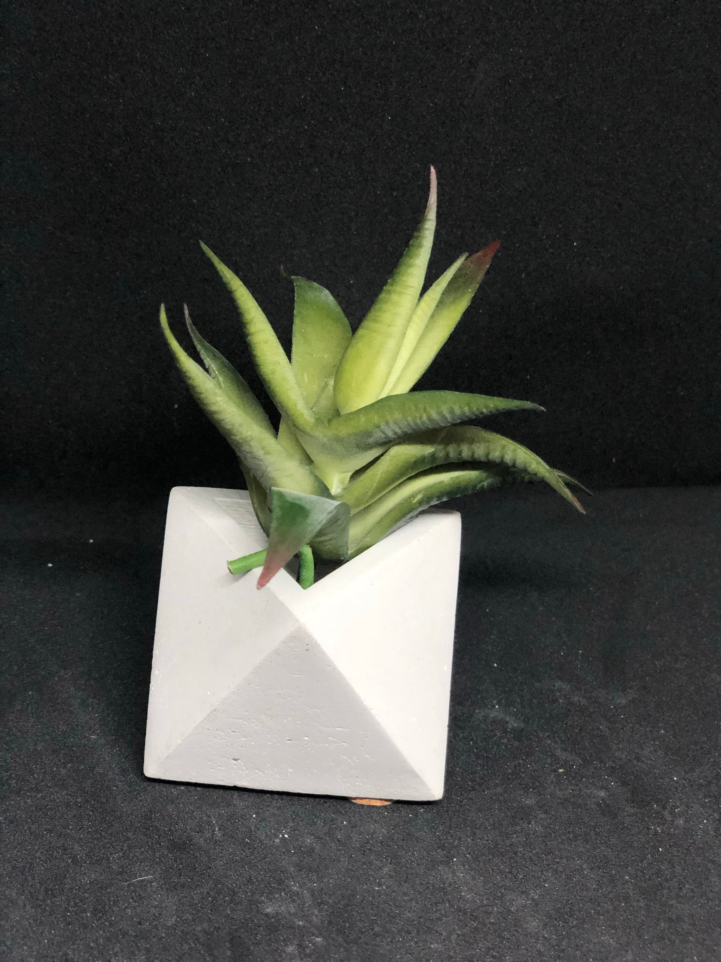 Small white octahedron