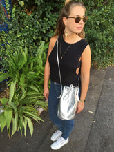 Laden Sie das Bild in den Galerie-Viewer, EBBA - Bucket Bag