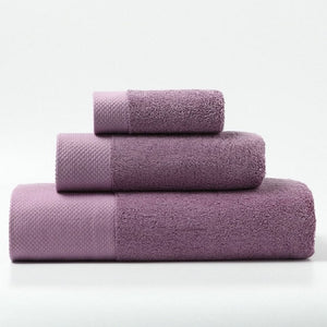 set of 3 luxury towels in different sizes in lilac colour