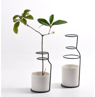 2 spiral vases with ceramic base white pots