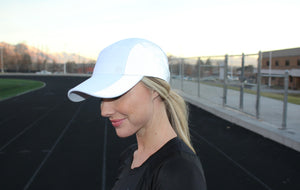 WOMEN'S REFLECTIVE RUNNING HAT