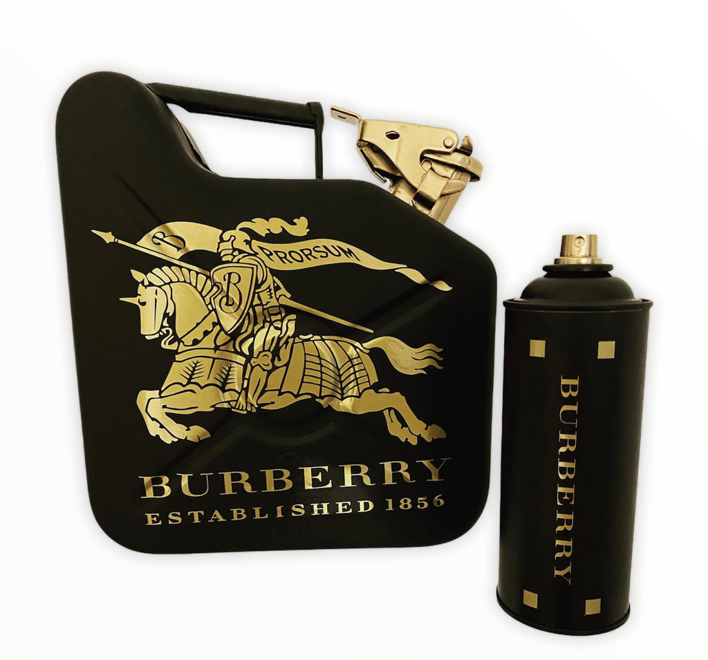 <transcy>Burberry jerry can and spray can</transcy>