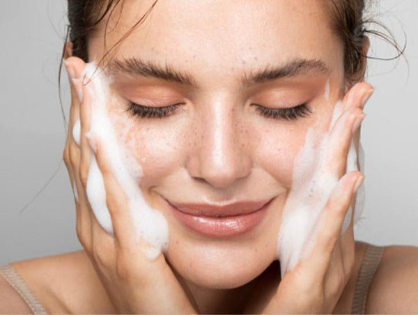 washing face, clear skin, healthy skin, skin care, beauty, inner goddess, uk, cosmetics