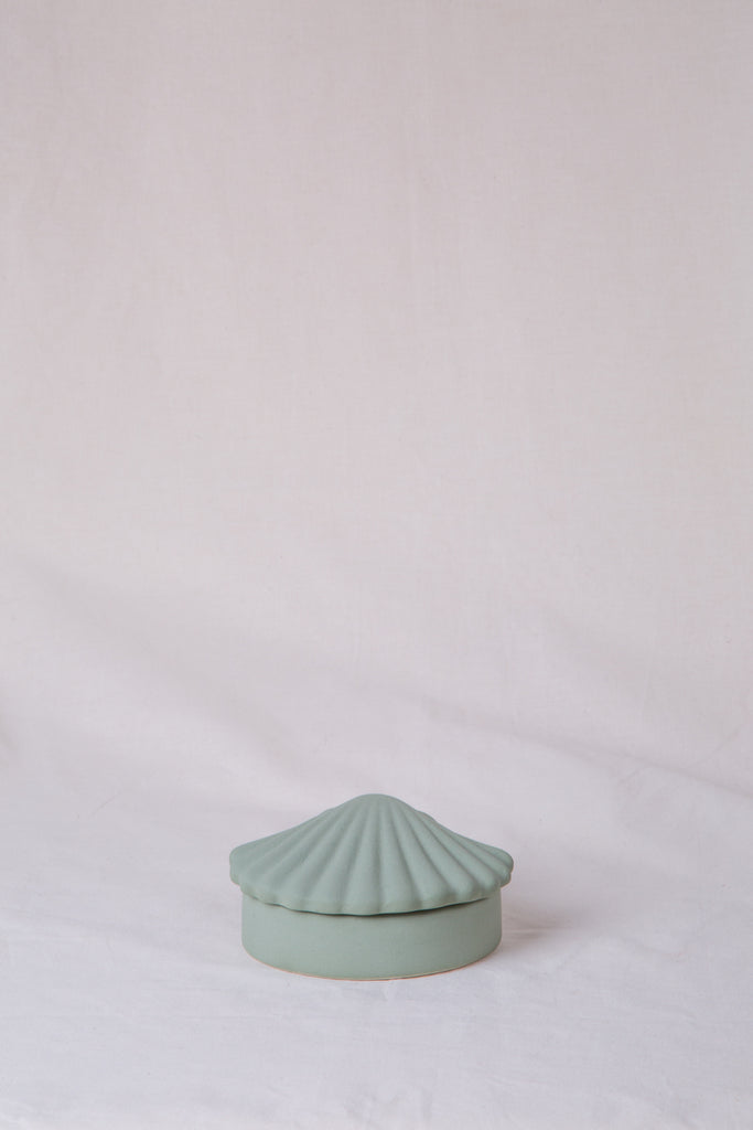 Ceramic Seasheel box in dusty mint