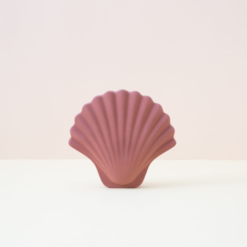 Ceramic Seashell Vase in terracotta
