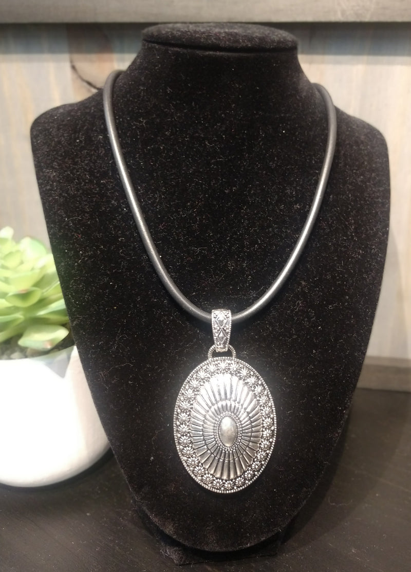 Silver 'Western' Style Medallion Necklace & Earrings