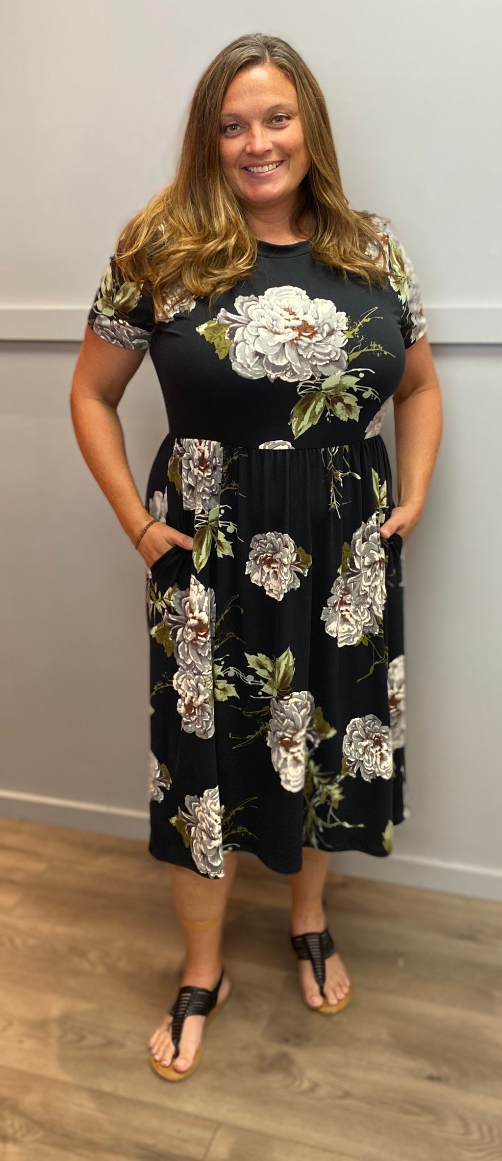Black Floral Knee-Length Dress (Curvy)
