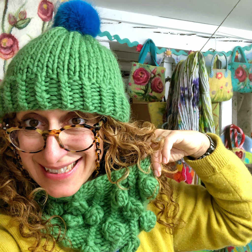 My latest Bobble Cowl & Hat (or : How to become a Human Brussel Sprout)