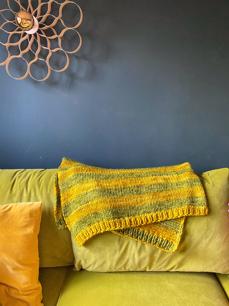 """Warm Hug"" Super Chunky Easy Knit Blanket : Free Pattern"