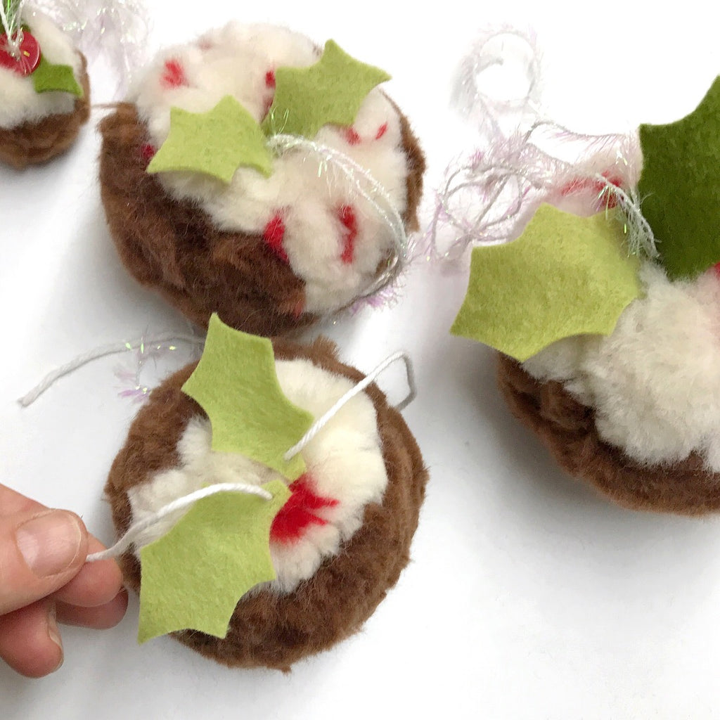 How to Make Christmas Pudding Pompoms - free tutorial