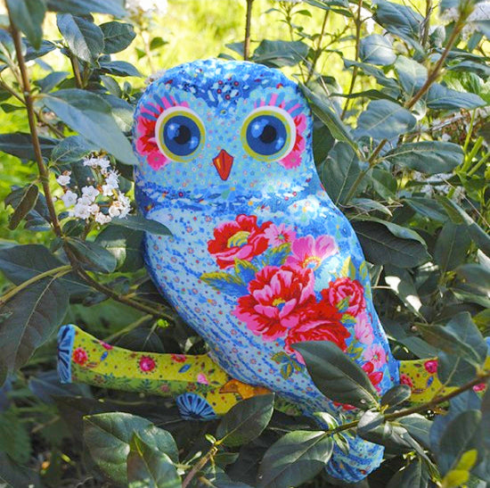 Charlotte the Owl Velvet Sewing Kit : Blue