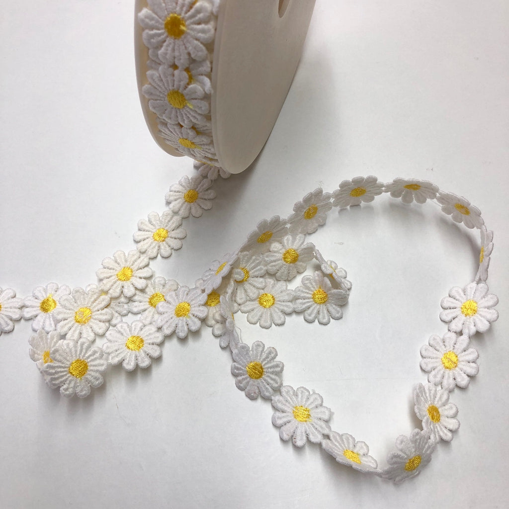 Daisy Chain Trimming 25mm White & Yellow