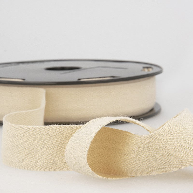 Cotton Twill Tape 051 Ecru Per Metre