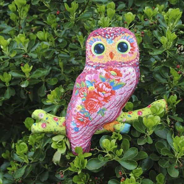 Charlotte the Owl Velvet Sewing Kit : Pink
