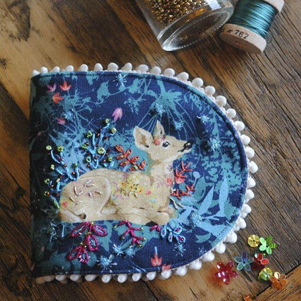 Velvet Needle Case Kit : Deer