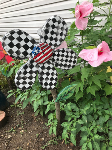 Checkered USA Wood Yard Flower