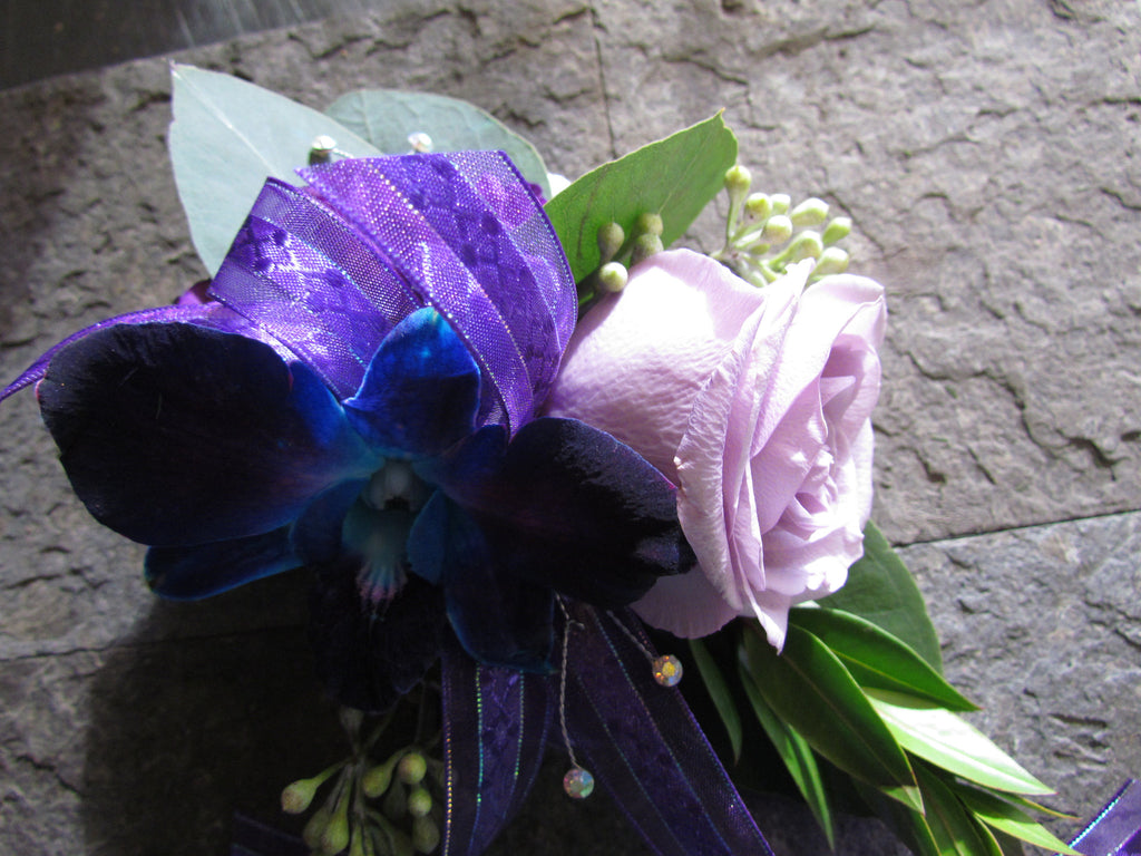 Corsage with rose, filler and ribbon