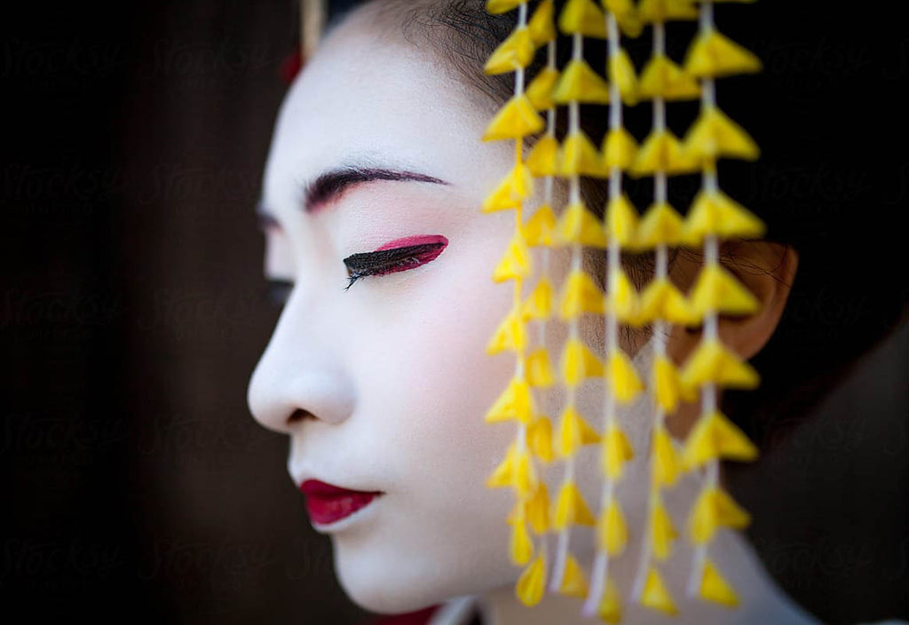How to Create Your Own Geisha and Maiko Makeup