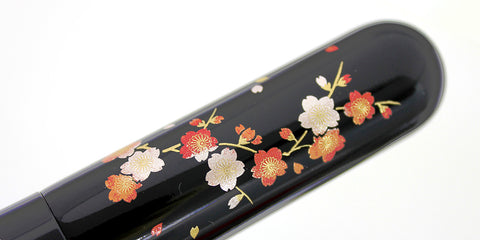 Makie series of Chikuhodo brush feature a special collaboration with Craftsmen at Ishikawa prefecture.