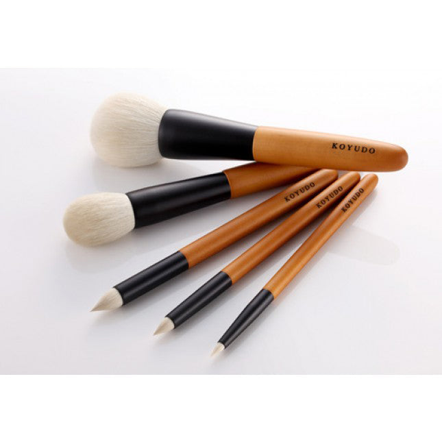 Koyudo Saikoho Medium Eyeshadow Brush Japanese Cherry Birch Handle