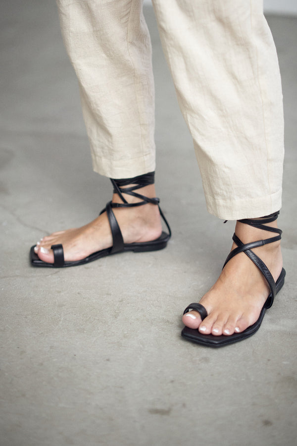 SEA TOE RING LACE-UP FLAT SANDALS