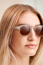 Load image into Gallery viewer, Roeper - Sunglasses - Crystal Fog (Medium Brown)