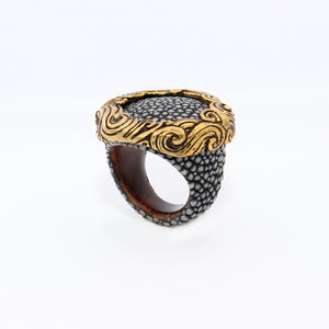 Stingray ring with waves crown