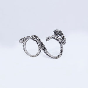 DOUBLE FINGER SNAKE RING IN SILVER