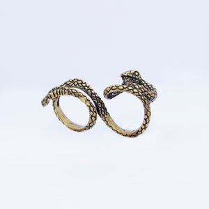 DOUBLE FINGER SNAKE RING IN YELLOW BRASS