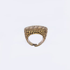 EXOTIC SKIN MOTIF RING IN YELLOW BRASS