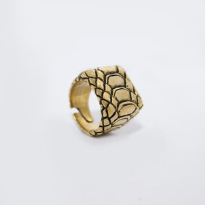 SNAKE SKIN MOTIF RING IN YELLOW BRASS (RECTANGULAR)