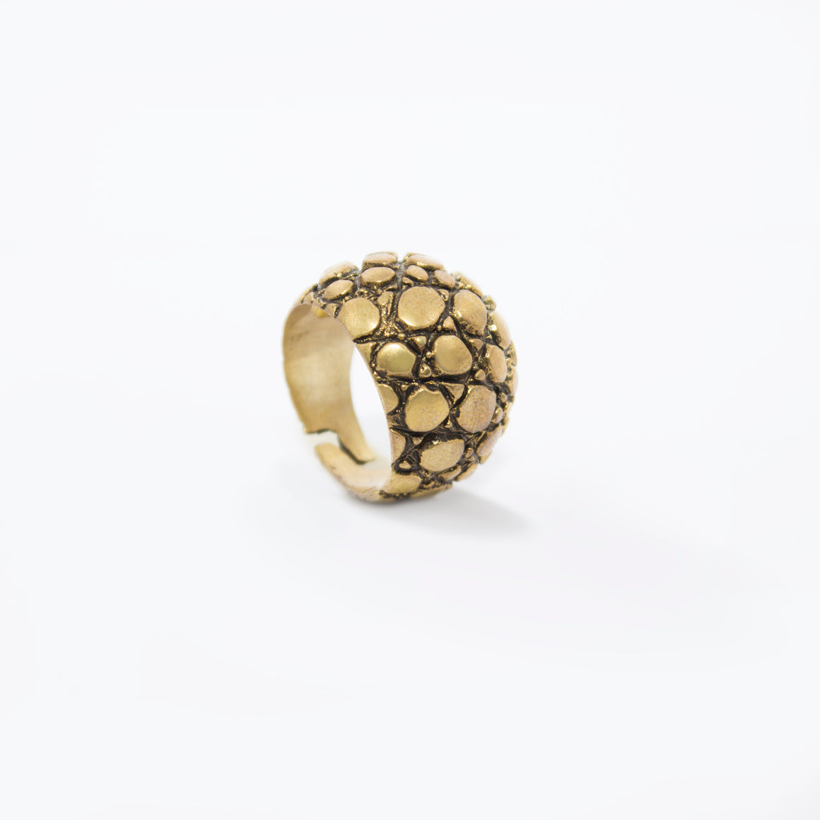 CROCODILE SKIN MOTIF RING IN YELLOW BRASS