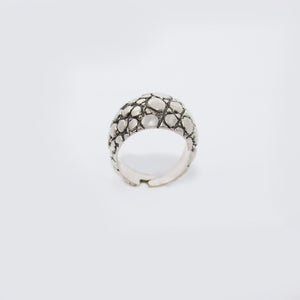 CROCODILE SKIN MOTIF RING IN WHITE BRASS