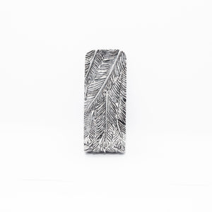 WHITE BRASS FEATHER PATTERN MONEY CLIP
