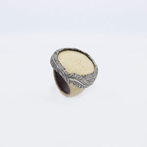 RING WITH FEATHER CROWN (WHITE)