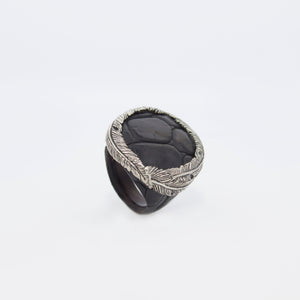 RING WITH FEATHER CROWN (BLACK)