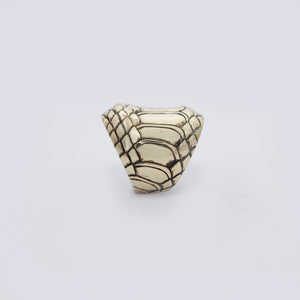 EXOTIC SKIN MOTIF RING IN YELLOW BRASS (CIRCULAR)