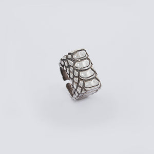 SNAKE SKIN MOTIF RING IN WHITE BRASS