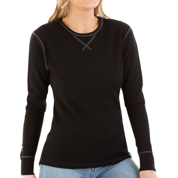 woman wearing a women's black merino wool 400 heavyweight base layer shirt