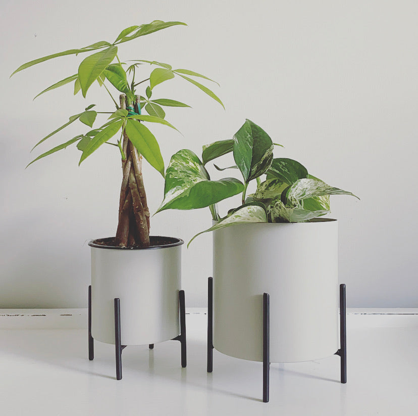 LIGHT GREY METAL PLANTER WITH STAND