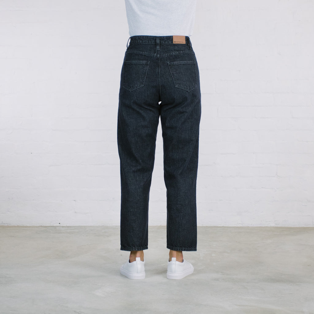 The Betty Tapered Fit in Black