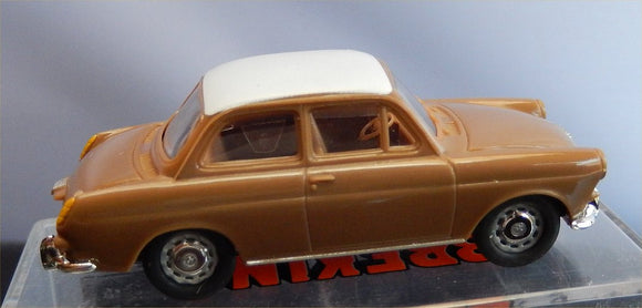Brekina VW 1500 Notchback  brown w white top