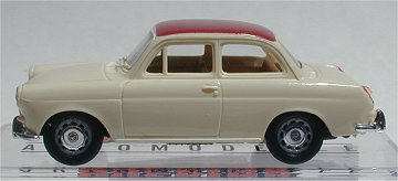 Brekina VW 1500 Notchback cream w red